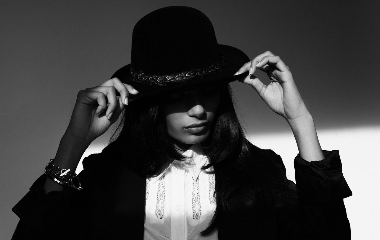 Фрида Пинто в фотосессии Камерона Кроуна