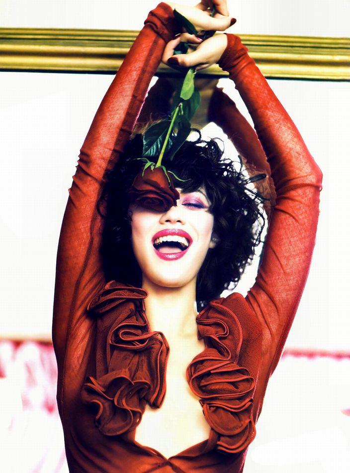 Ольга Куриленко в фотосессии Эллен фон Унверт для журнала ELLE Russia