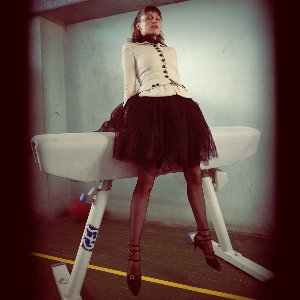 Летиция Каста в фотосессии Марио Тестино для журнала Vogue Paris