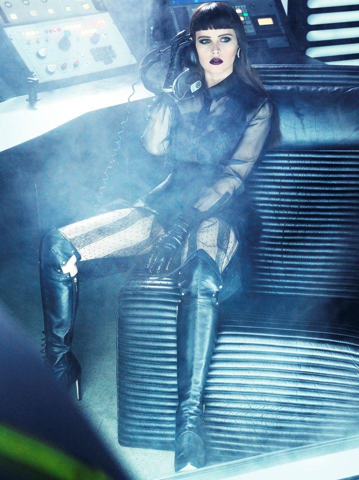 Фелисити Джонс в фотосессии Тома Мунро для журнала  Vogue Italia