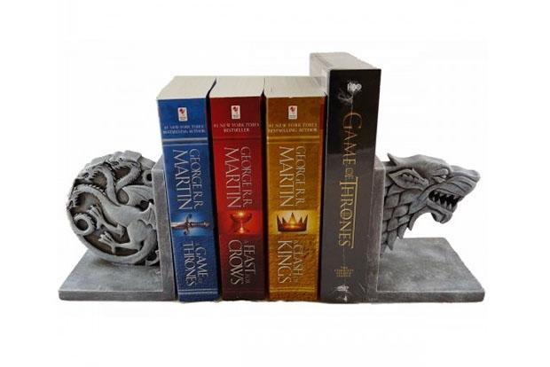 """""""Игра престолов"""": ограничитель для книг"""