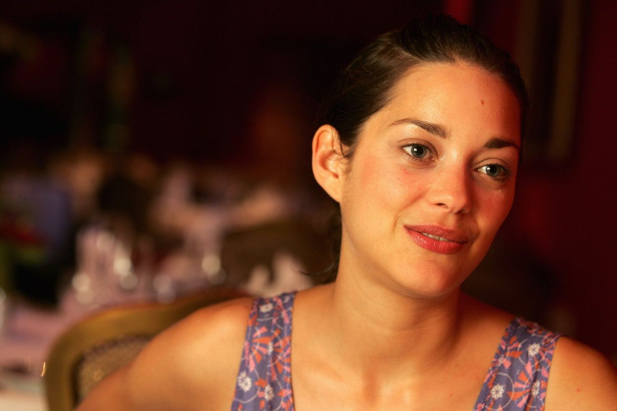 Марион Котийяр в 2005 году в фотосессии Макса Розеро