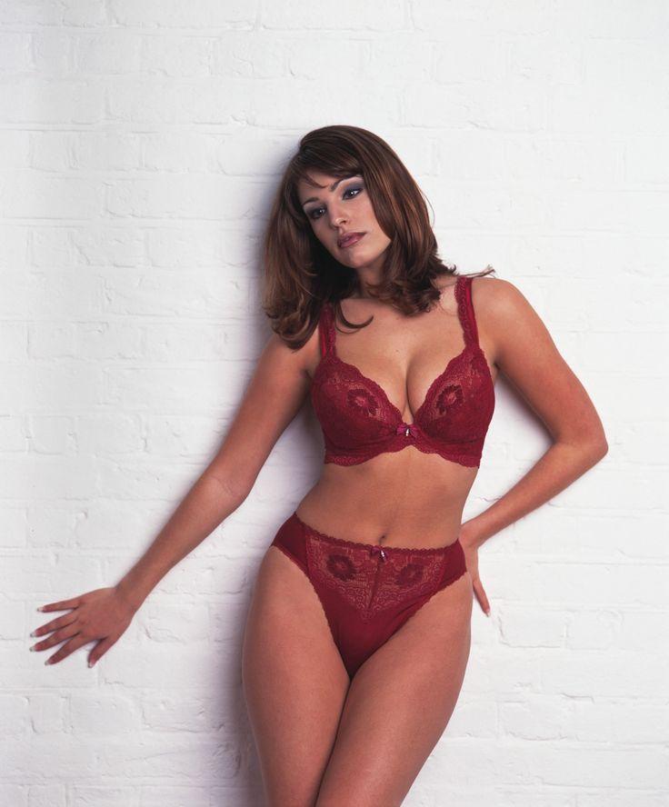 Келли Брук в 2000 году в фотосессии Кэролайн Беттани