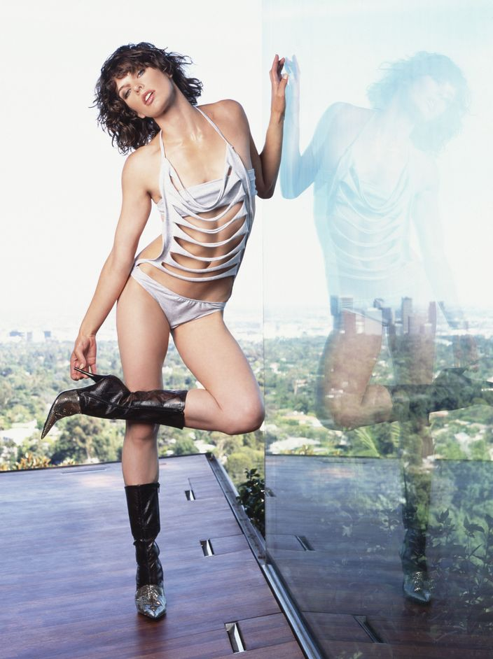 Милла Йовович в фотосессии Антуана Вергла для журнала Maxim