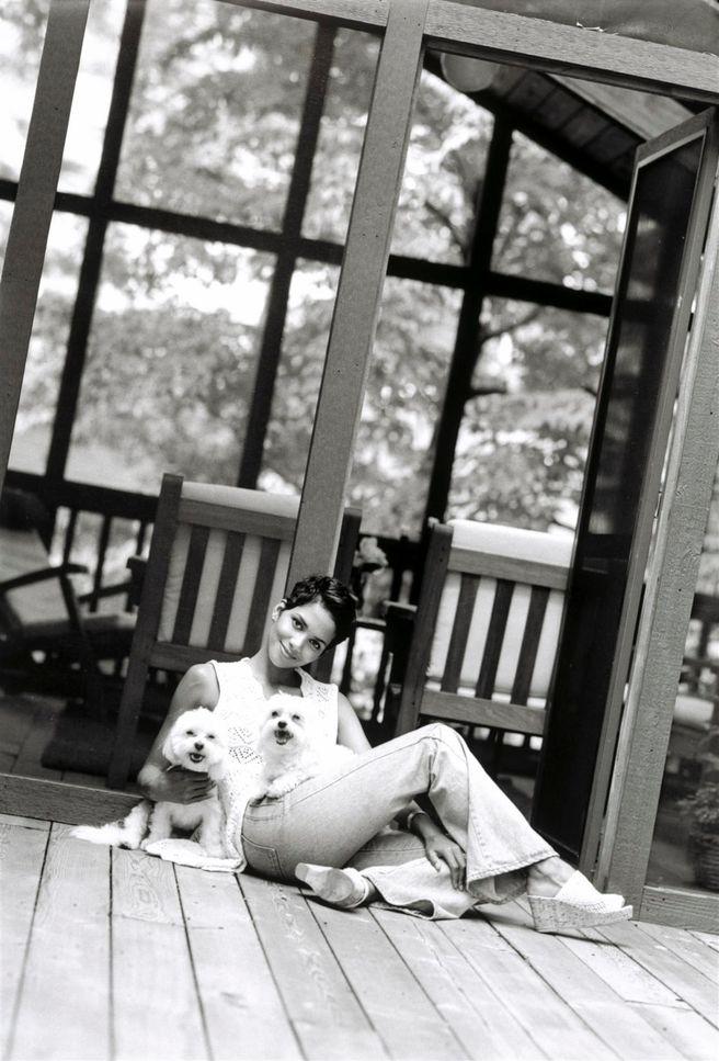 Холли Берри в фотосессии Стюарта Шайнинга