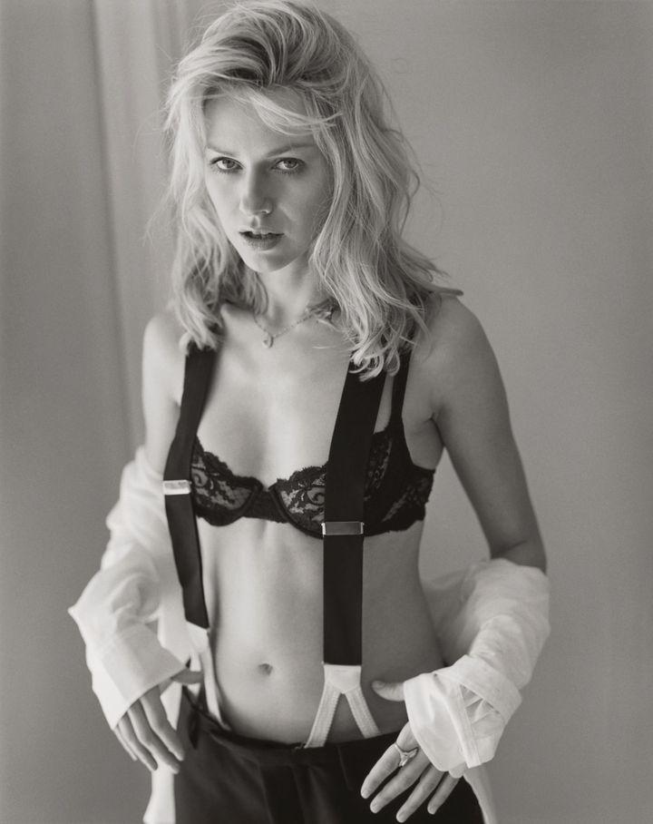 Наоми Уоттс в 2002 году в фотосессии Марка Селиджера