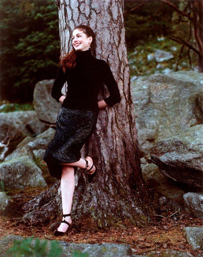 Энн Хэтэуэй в 2002 году в фотосессии Джона Хьюбы