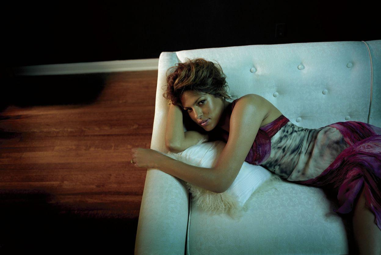 Ева Мендес в фотосессии Энтони Мэндлера для журнала Flaunt