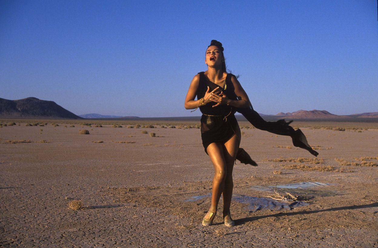 Кэтрин Зета-Джонс в 1992 году в фотосессии Рона Вулфсона