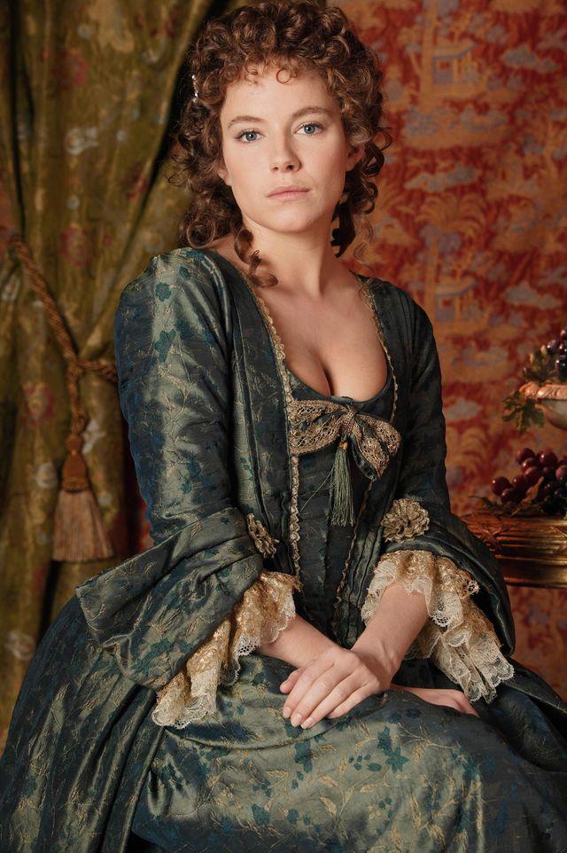 Сиенна Миллер в фотосессии Грега Гормана на съемках фильма Casanova