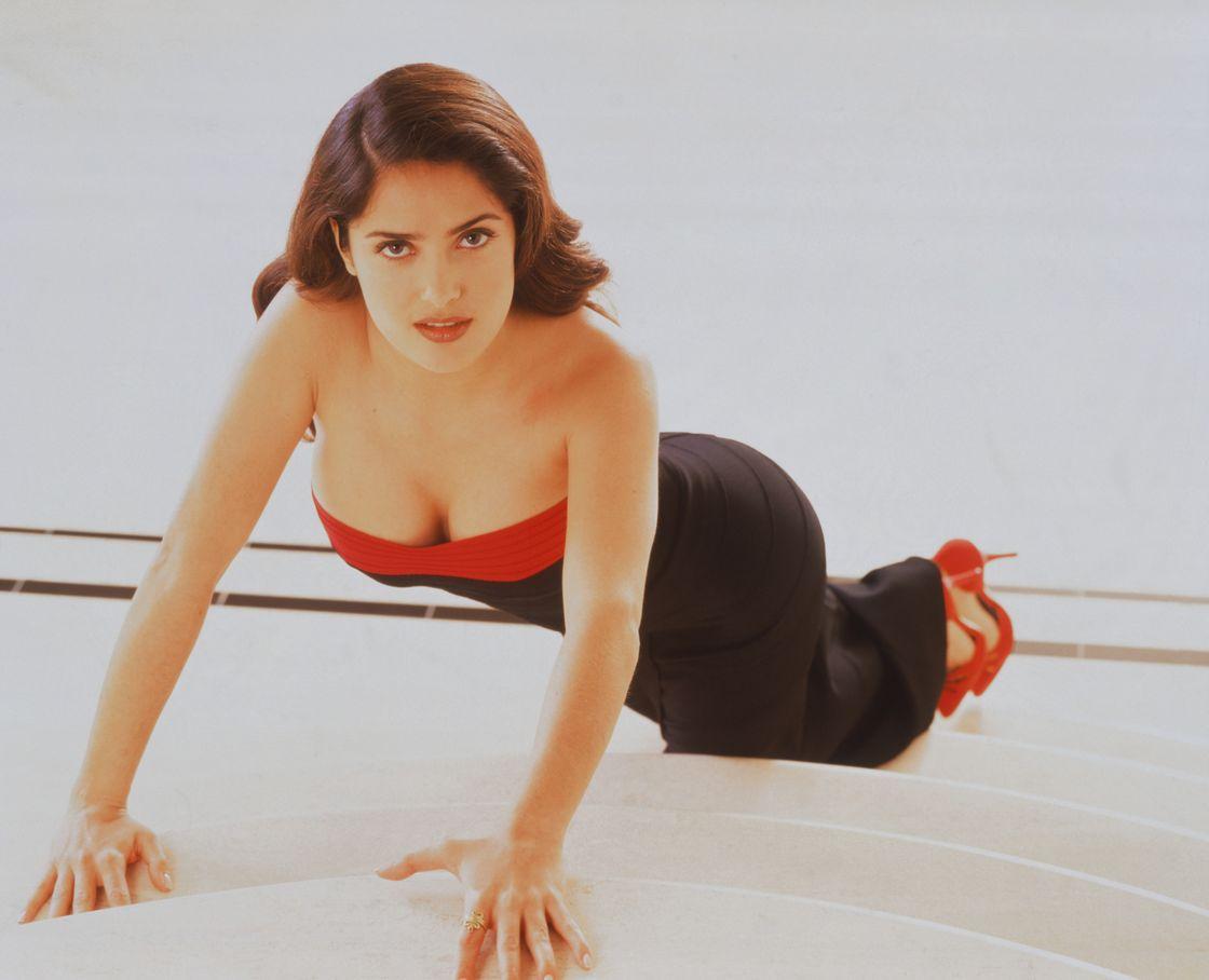 Сальма Хайек в 1996 году в фотосессии для журнала People